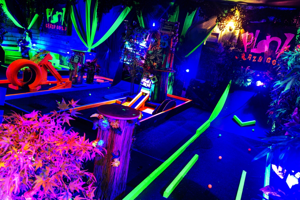 Le pop-up Plonk Crazy Golf débarque à Hoxton