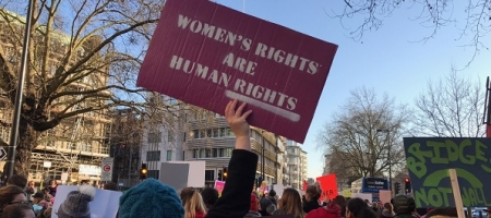 Près de 100 000 personnes dans les rues pour la Women's march on London